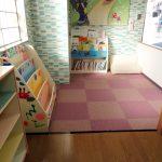 保育園での床暖房と読書コーナー設置