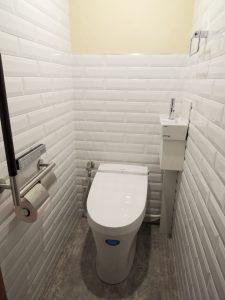 コーナー手洗い付タンクレストイレですっきり!