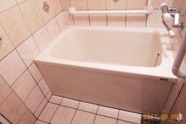 手摺取付、跨ぎの低い浴槽に取り替え、段差解消