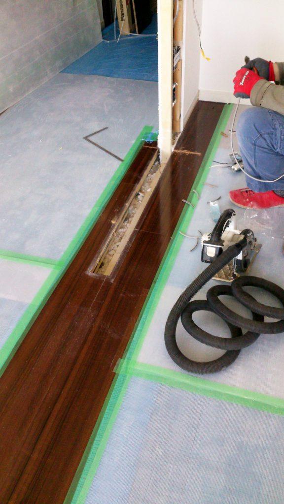 スイッチの位置を考慮した間仕切り壁の撤去と補修