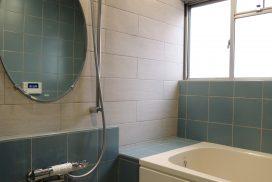 壁貫通型の給湯器に交換し浴室内をスッキリ!
